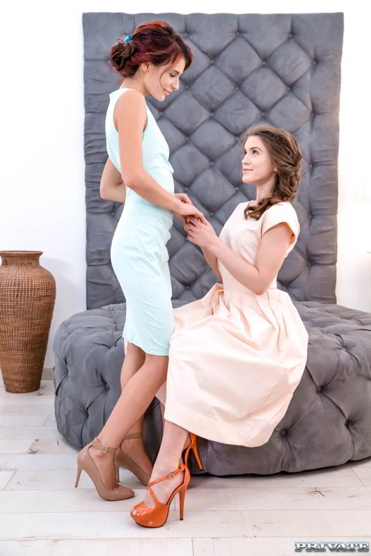 Evelina Darling & Kate Rich in threesome - Private.com discount